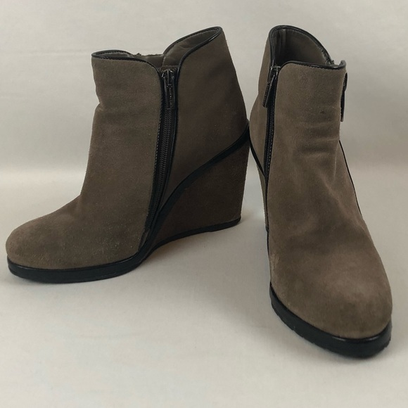 d046b7ee7388 VINCE CAMUTO Suede Ankle Boot Wedge Zip Jeffers. M 5be780d912cd4aa0085ec3ea